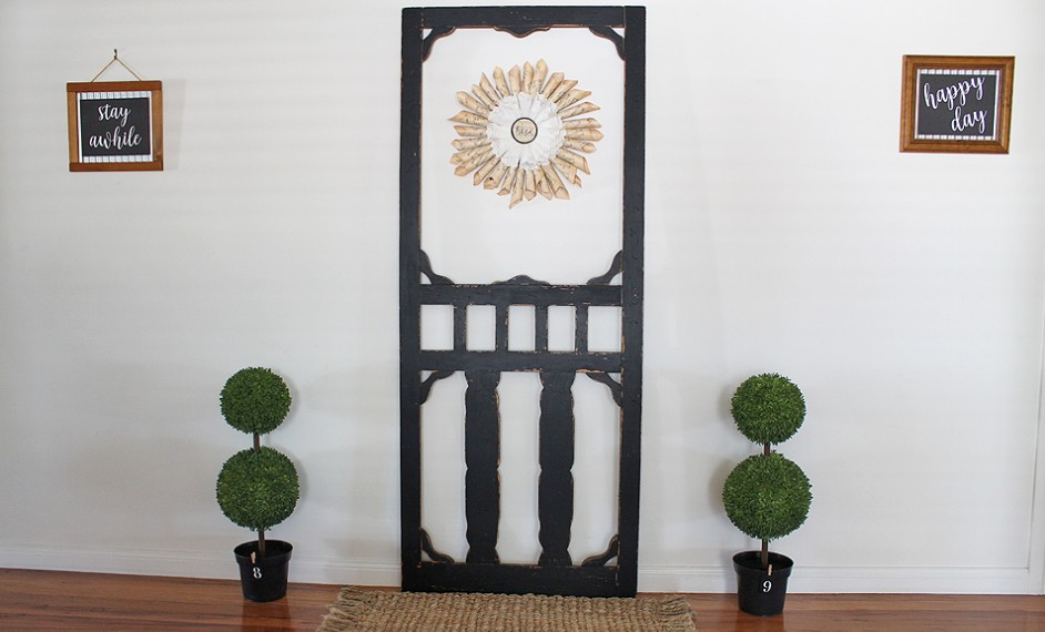 Old farmhouse screen door painted by Raggedy Bits
