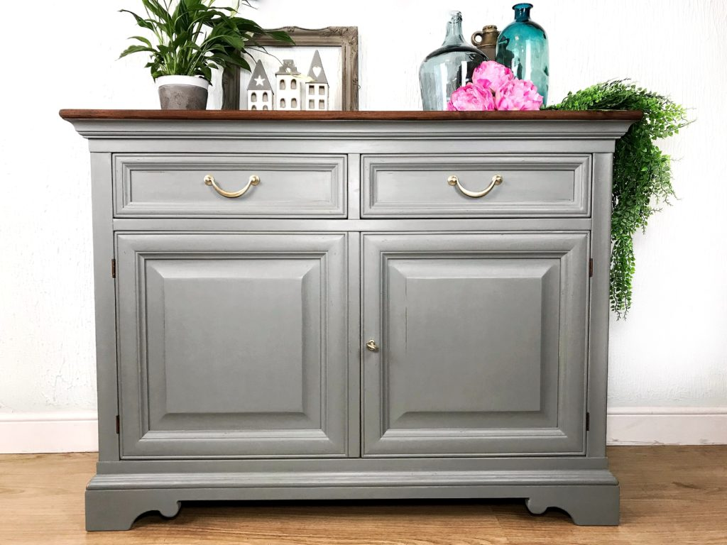 Shabby sideboard cabinet