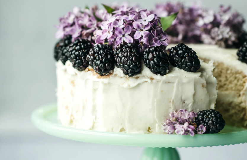 Cake with blackberries